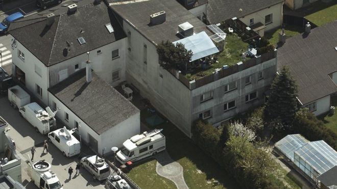 Картинки по запросу Дом австрийского насильника Йозефа Фритцля продан владелице бара