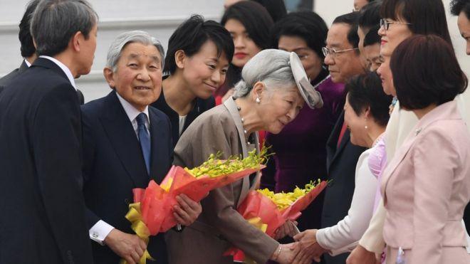 Trong lần đầu thăm Việt Nam, Nhật hoàng sẽ gặp mặt vợ con của những cựu binh Quân đội Hoàng gia Nhật Bản từng chiến đấu tại Đông Dương, thuộc địa của Pháp, trong Chiến tranh Thế giới thứ 2 và ở lại Việt Nam sau chiến tranh.