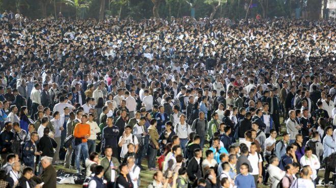 三万多港人参加示威 支持七名被判刑警察