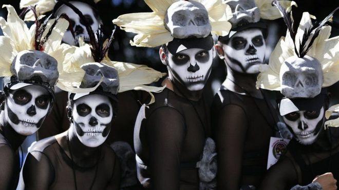 ВМехико прошел парад впреддверии Дня мертвых
