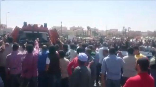 Mısır: Polisin Sokak Satıcısını Vurması Üzerine Yüzlerce Kişi Polis Şiddetini Protesto Etti