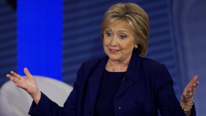 88091815 clinton reu - US  election :  Hillary  Clintom  Insists  She  is a Progresssiv