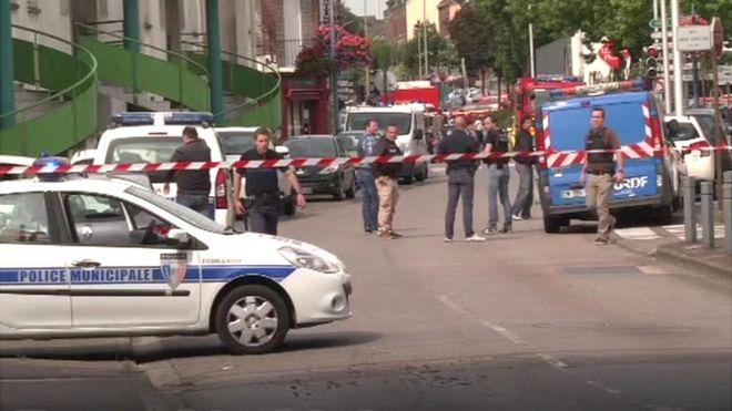 Mueren un cura y dos atacantes en toma de rehenes en una iglesia del noroeste Francia