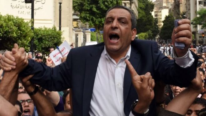 Yehia Qallash at a protest rally outside the Journalist Syndicate headquarters in Cairo. Photo: 4 May 2016