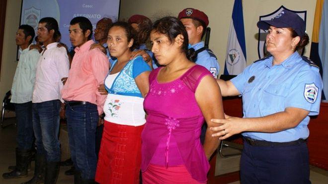 Polícia apresenta os cinco suspeitos