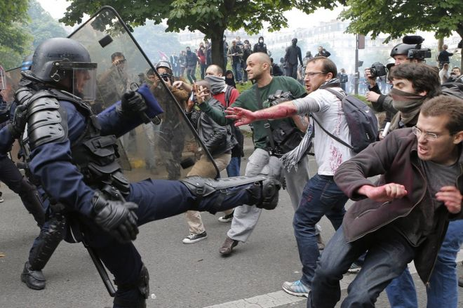 Police clash with protesters in Paris, 26 May