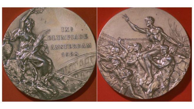 Deux côtés de la médaille olympique de 1928