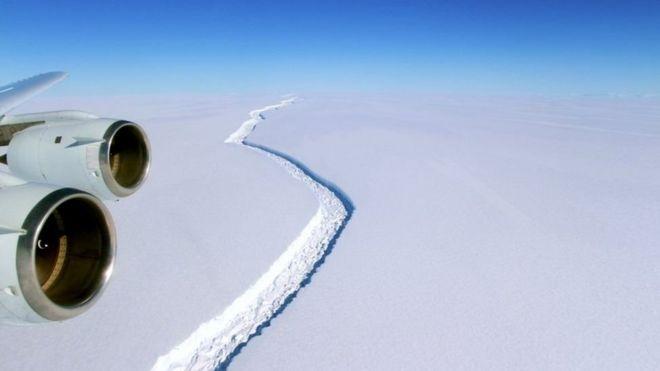 Gigantesco iceberg está a punto de separarse de la Antártica