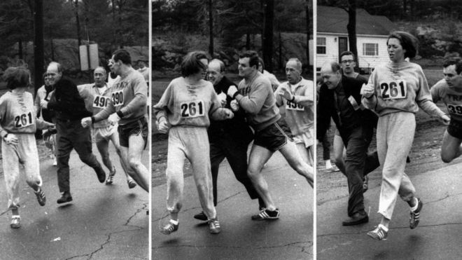 El momento en el que Switzer es atacada durante la maratón de Boston en 1967.