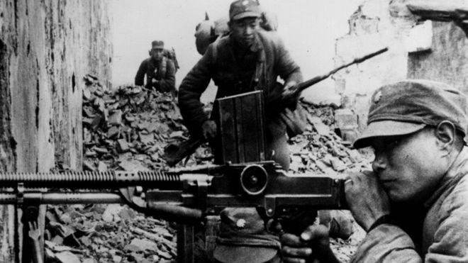 中国抗日战争中的国民党士兵。共产党和国民党对于中国抗日战争的历史描述长期存在争议。