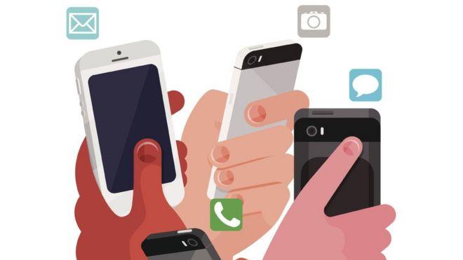 Derechos de autor de la imagenJAMES BOAST/GETTY ¿Cuándo fue la última vez que te fuiste a dormir sin consultar el teléfono justo antes de cerrar los ojos? ¿Hace cuánto que no dejas de visitar tus redes sociales o que sales de casa sin el celular? Si tu respuesta es «no lo recuerdo», tal vez necesites hacer una desintoxicación digital. En la era de la adicción a internet, las redes sociales y la ansiedad digital, cada vez son más las personas que optan por algo radical: «desconectarse» de todo. Y el abanico de opciones para hacerlo es cada vez más amplio.