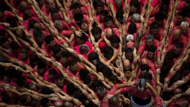"""Members of """"Vella de Xiquets de Valls"""" form their human tower during the 26th Human Tower Competition in Tarragona, Spain, on Sunday, Oct. 2, 2016."""