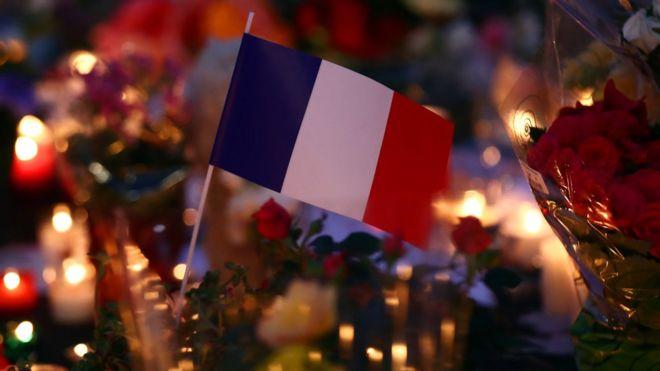 bandera y velas