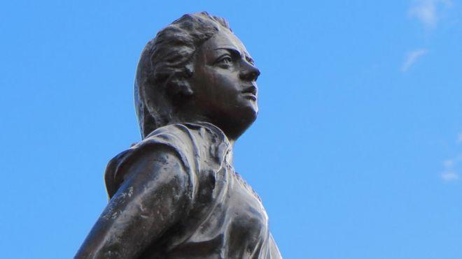 Estatua de Policarpa Salavarrieta en Bogotá.