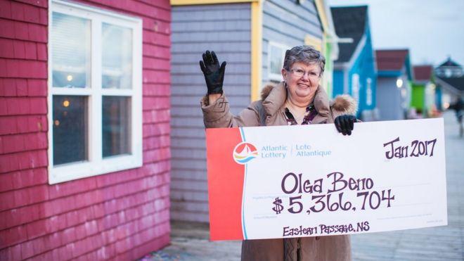 Vencedor da loteria Olga Beno em Eastern Passage, Nova Escócia, Canadá (04 de janeiro de 2017)