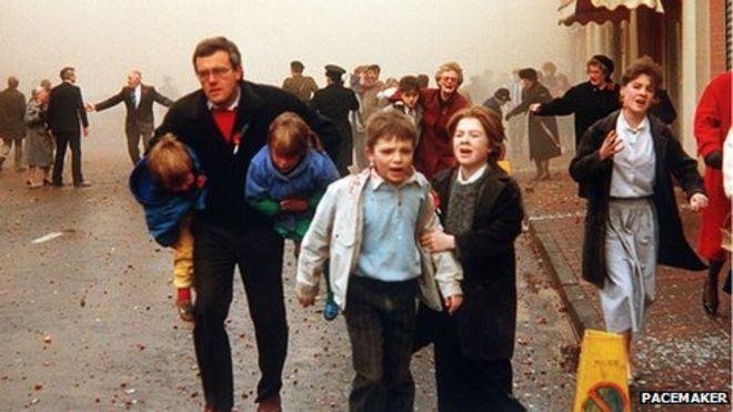 http://ichef.bbci.co.uk/news/660/media/images/64015000/jpg/_64015787_enniskillenpoppydayexplosion25thanniv009.jpg