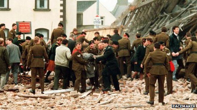 http://ichef.bbci.co.uk/news/660/media/images/64015000/jpg/_64015789_enniskillenpoppydayexplosion25thanniv011.jpg