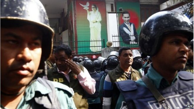 Bangladeshi policemen block a street leading to the home of opposition leader Khaleda Zia in Dhaka on January 5, 2015