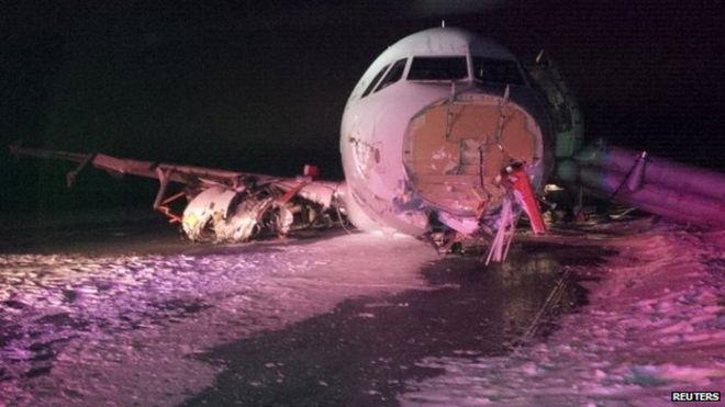 Air Canada plane exits Halifax