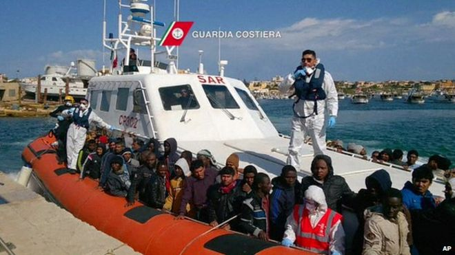 Migrants arrive on Lampedusa, 5 April