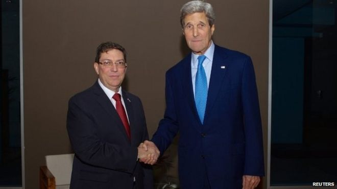 U.S. Secretary of State John Kerry (R) shakes hands with Cuban Foreign Minister Bruno Rodríguez in Panama City