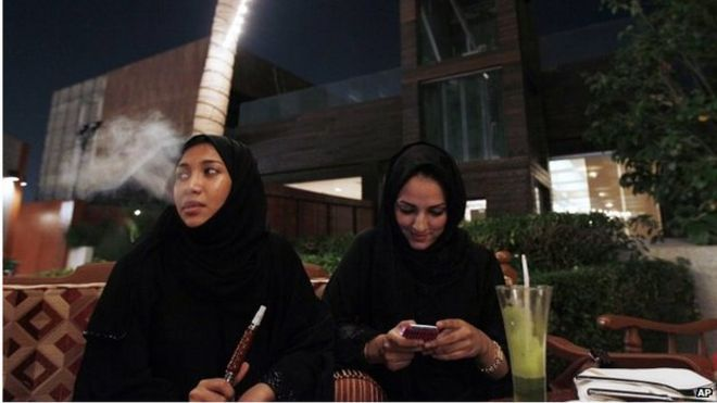 Women at a cafe in Jeddah (file photo)