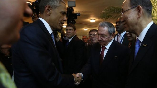 President Obama and Raul Castro shake hands