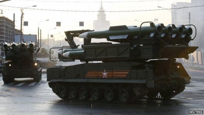 Russo Buk lanciamissili prove per sfilata a Mosca (29 aprile)