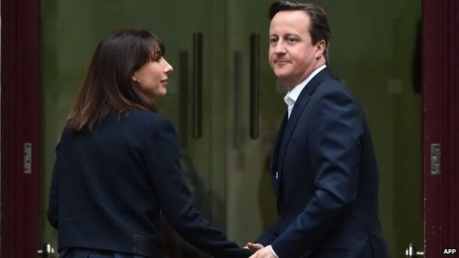 British Prime Minister and Leader of the Conservative Party David Cameron (R) and his wife Samantha arrive at Conservative Party headquarters in London on May 8, 2015