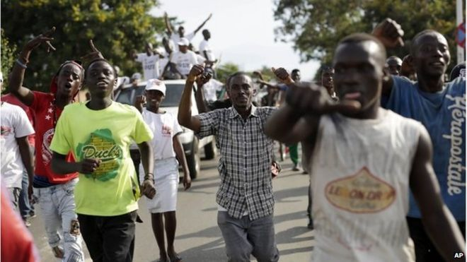 Supporters of President Pierre Nkurunziza celebrate his return in the streets of Bujumbura, Burundi, 15 May 2015 - The Bloom Gist