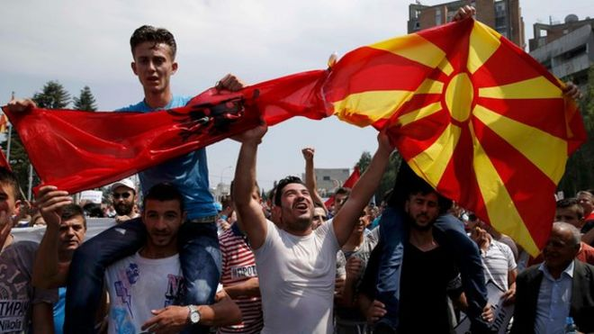 Macedonian police fire tear gas, stun grenades after migrants rush ...