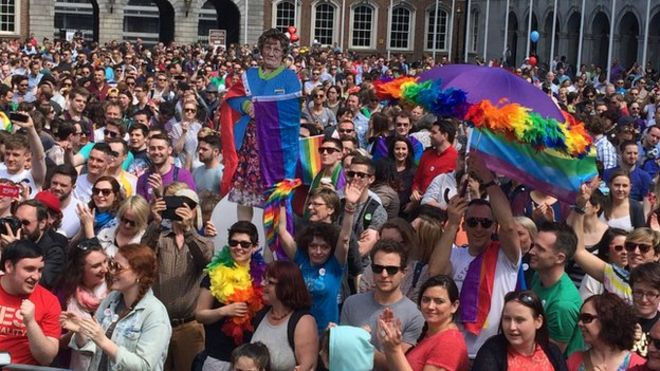 Large crowds have gathered at Dublin Castle ahead of the result