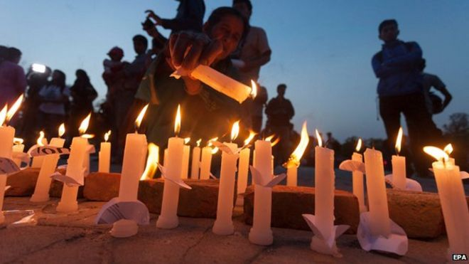 Local people take a part in candlelight vigil to mark one month after the earthquake in Bhrikutimandap, Kathmandu, Nepal (25 May 2015)