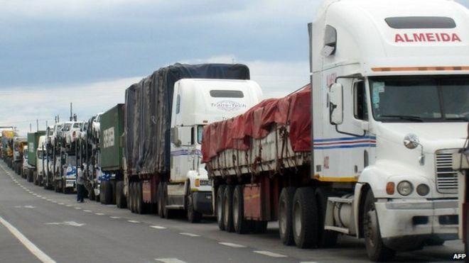 Trucks at the South Africa-Zimbabwe border (Archive shot)