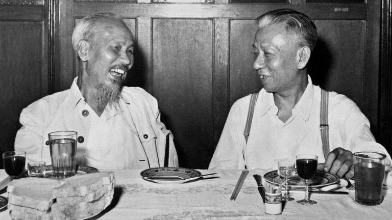 Lãnh tụ Bắc VN, ông Hồ Chí Minh ăn trưa cùng Chủ tịch TQ Lưu Thiếu Kỳ tại Bắc Kinh tháng 8/1959
