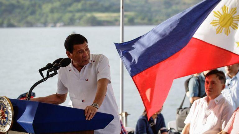 Tổng thống Duteret phát biểu tại buổi lễ