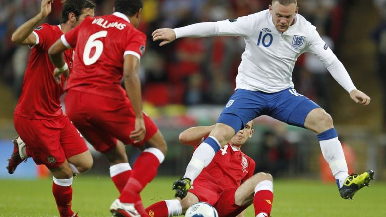 Ashley Williams and Wayne Rooney