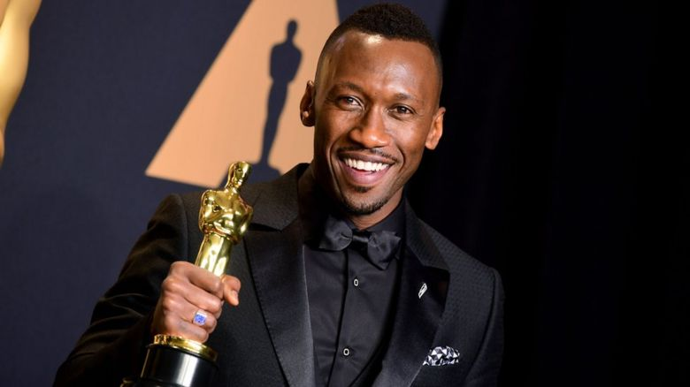 Picture of Mahershala Ali with his Oscar