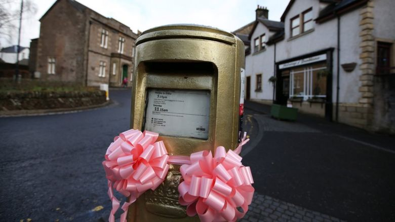 Pink ribbons tied to the post box in Dunblane to celebrate the birth of Andy Murray's daughter