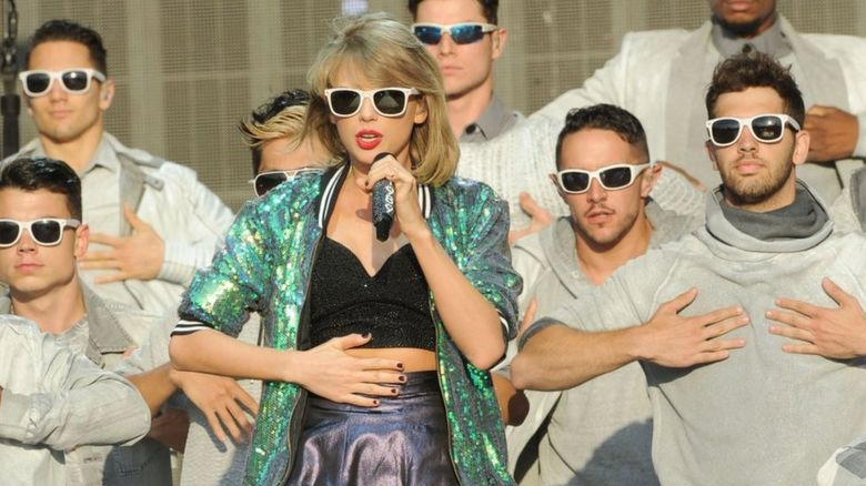 Taylor Swift performing with her dancers in Hyde Park in London