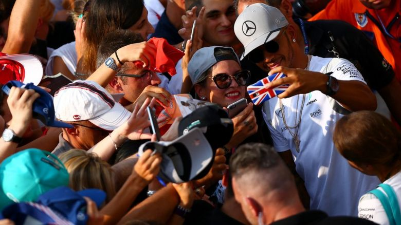 Lewis Hamilton with fans
