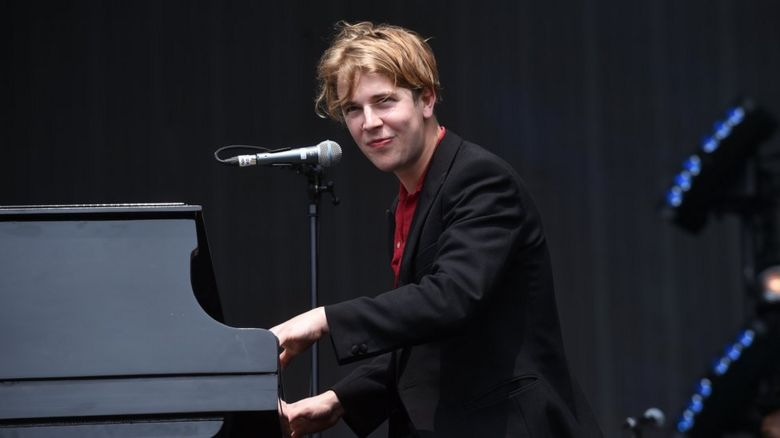 Tom Odell playing the piano