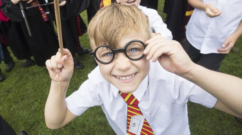 A young Harry Potter fan