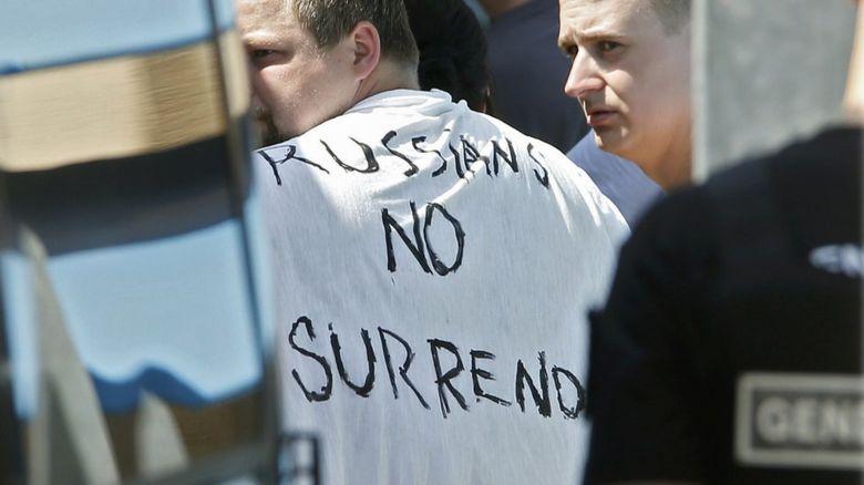 Man wearing a top saying Russian no surrender