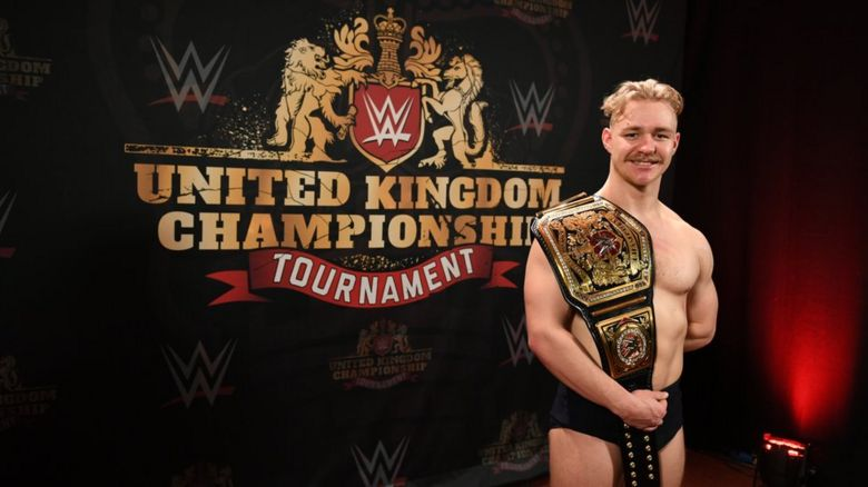 Tyler bate with the UK Championship belt