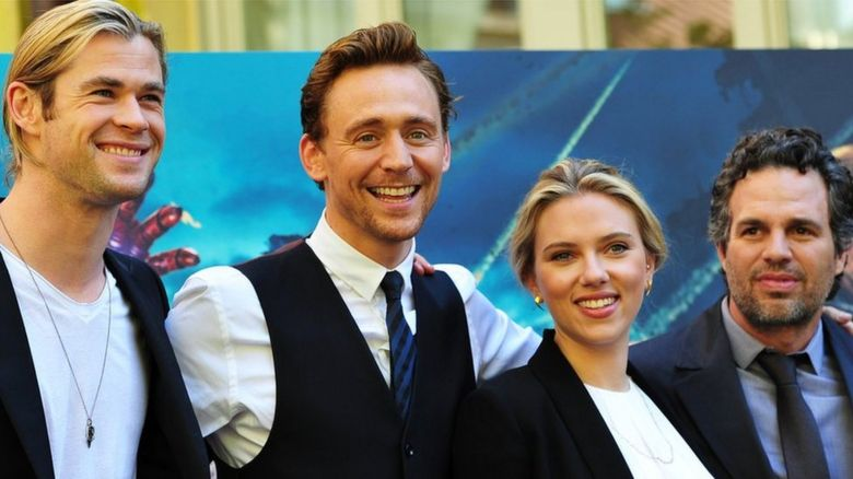 Chris Hemsworth, Tom Hiddleston, Scarlett Johansson and Mark Ruffalo at a 2012 Avengers photocall in Rome