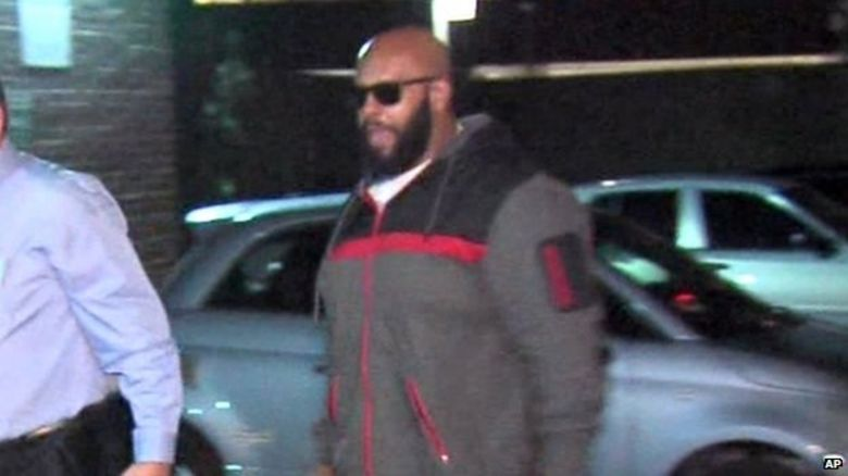 Suge Knight walking into a police station in Los Angeles