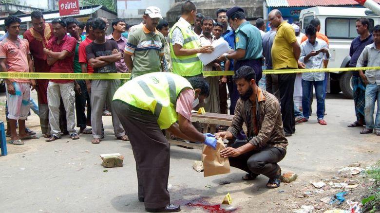 Bangladesh forensics police investigate the site where blogger Ananta Bijoy Das was killed
