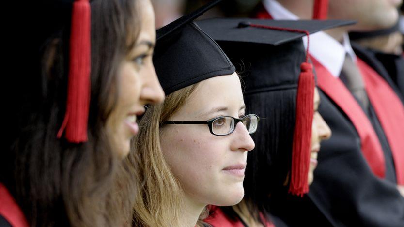 ¿En qué países te beneficia más tener un título universitario? _91202298_edu8
