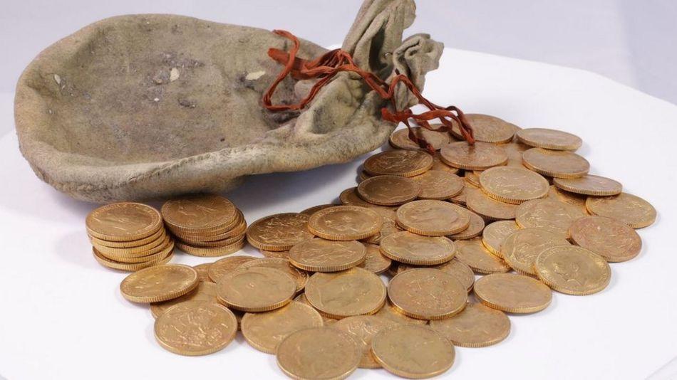 http://ichef.bbci.co.uk/news/950/cpsprodpb/F3E4/production/_95163426_coinscoins.jpg